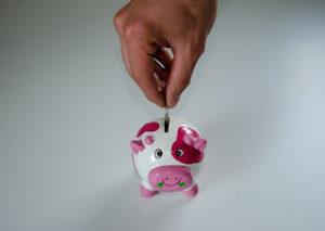 Nawyki finansowe - wrzucaj drobne do skarbonki