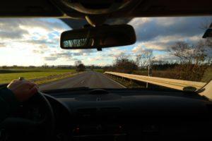 Słuchaj wartościowych treści jadąc samochodem